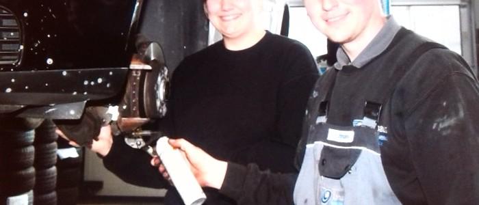 Julia Brockmeyer in dem Betrieb von Sebastian Uphaus